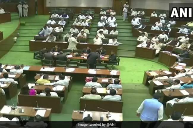 Maharashtra Assembly Ratifies Bill To Extend SC/ST Quota