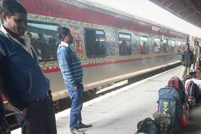 Fog disrupts rail services, 21 trains running late in Northern Railway region