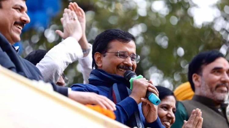 Milind Deora praises Arvind Kejriwal, Ajay Maken asks him to 'leave Congress'